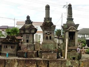 大島家墓地の石堂墓石 (2)