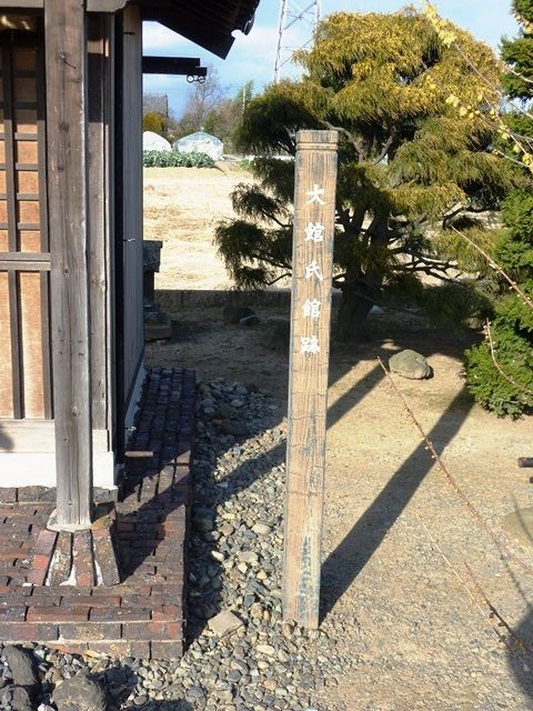 今は小さな諏訪神社があるだけ ...