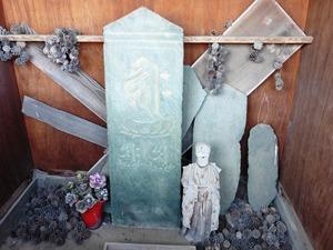安楽地の板碑 (2)