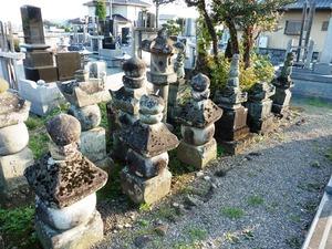 旧常楽寺の石塔群 (1)