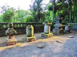 世良田義季累代の墓 (2)