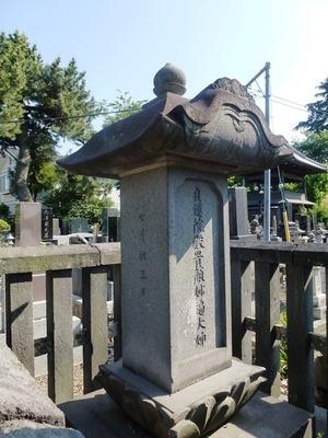 貞蓮院の墓 (2)