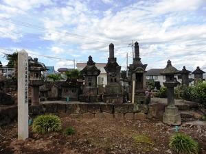 大島家墓地の石堂墓石 (1)