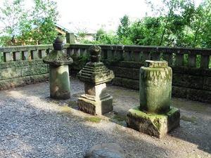 世良田義季累代の墓 (3)