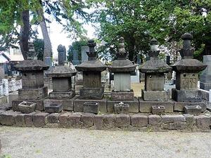 高須隼人の墓 (1)