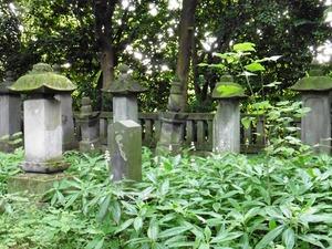 岩松氏累代の墓 (2)