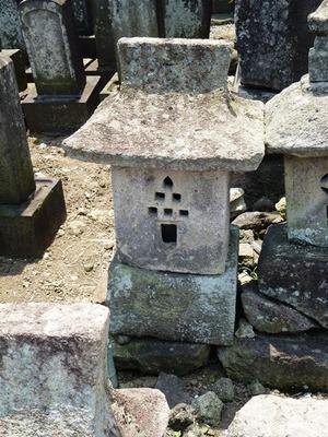 鈴木主水重則の墓 (2)