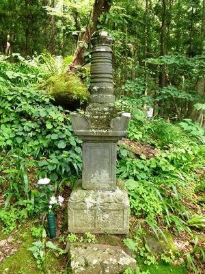 伝真田信利の墓 (2)