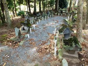 里見兄弟の墓 (3)