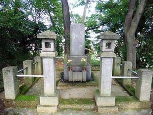荒木寅三郎の墓 (2)