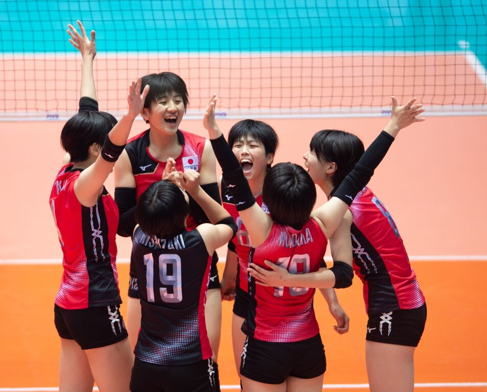 JapanteamcelebrateduringthematchagainstUSA