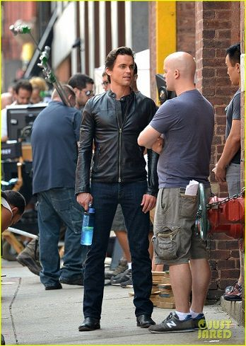 matt-bomer-fitted-leather-jacket-for-white-collar-03