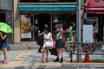 【悲報】AKB48の中学生メンバー、50万するシャネルのバッグを持ち街を徘徊…!