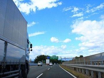 「あおり運転」の被害経験、トラックドライバーの7割があり