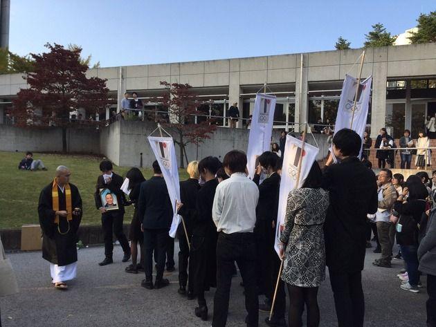 【画像】多摩美で佐野研二郎の葬式やっててクソワロタwwwwww