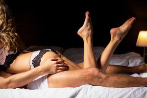 SEXする時に電気消す女っているけど、何も見えなくて萎えないか・・・?