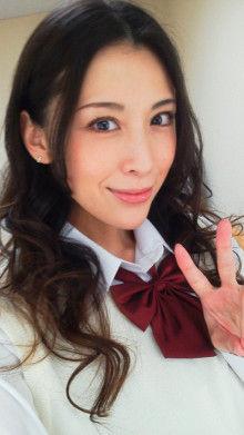 【悲報】雛形あきこさん(39)のくせに身の程知らずな服装をしてしまう
