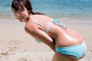 深田恭子さん、(34)になったにも関わらず未だに水着グラビアを撮り続けるwww