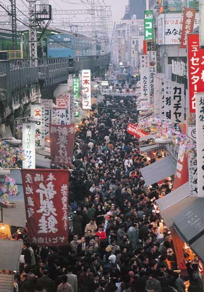 【速報】昔の日本のが看板が日本語だけで統一されててむしろ景観がイイと判明