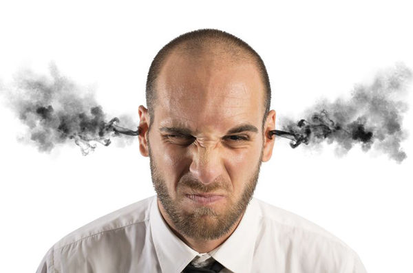 【悲報】価格コム民が怒りのあまりスマホぶっ壊してるwwwww
