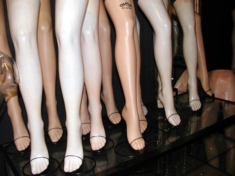 【画像】足の細い女の子がこのブーツ履いてたら引く?