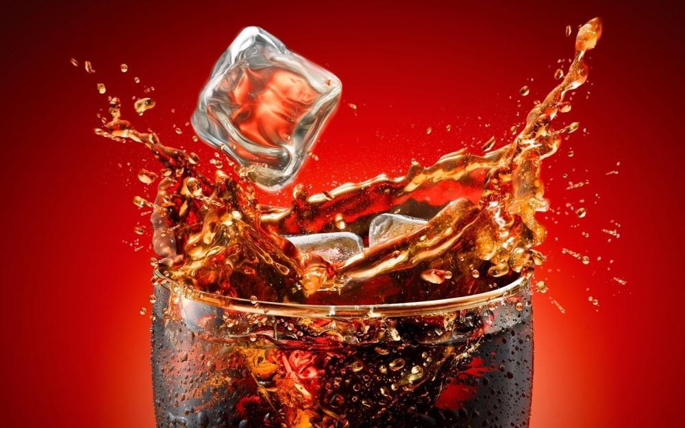 【画像】ワンパンで粉砕できそうなコカコーラの自販機が見つかるwwwww