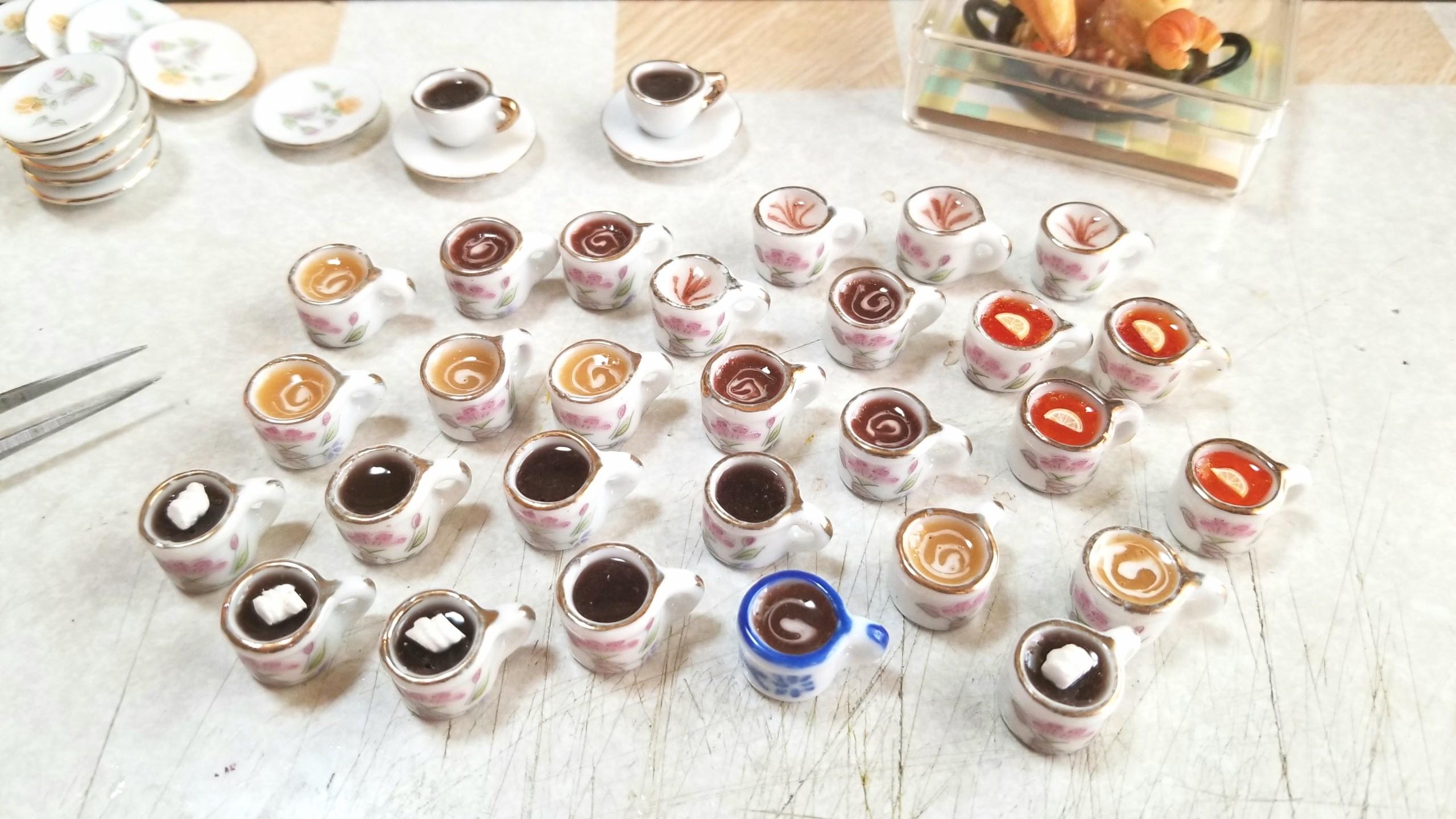 ミニチュア,陶器のティーカップ,レモン,ミルクティー,ココア,ラテ