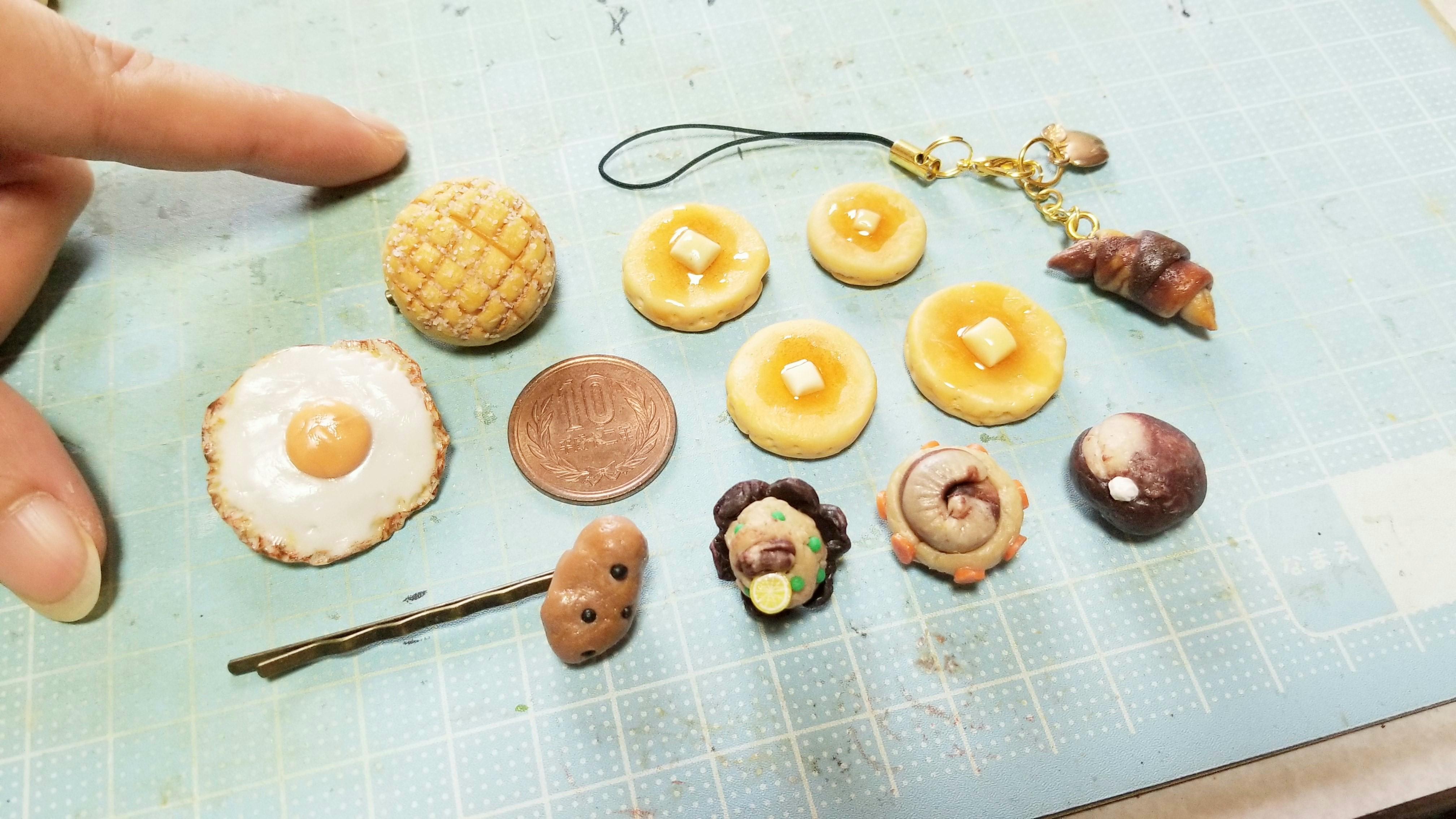 ミニチュアフードおばの作品樹脂粘土パンホットケーキ目玉焼き