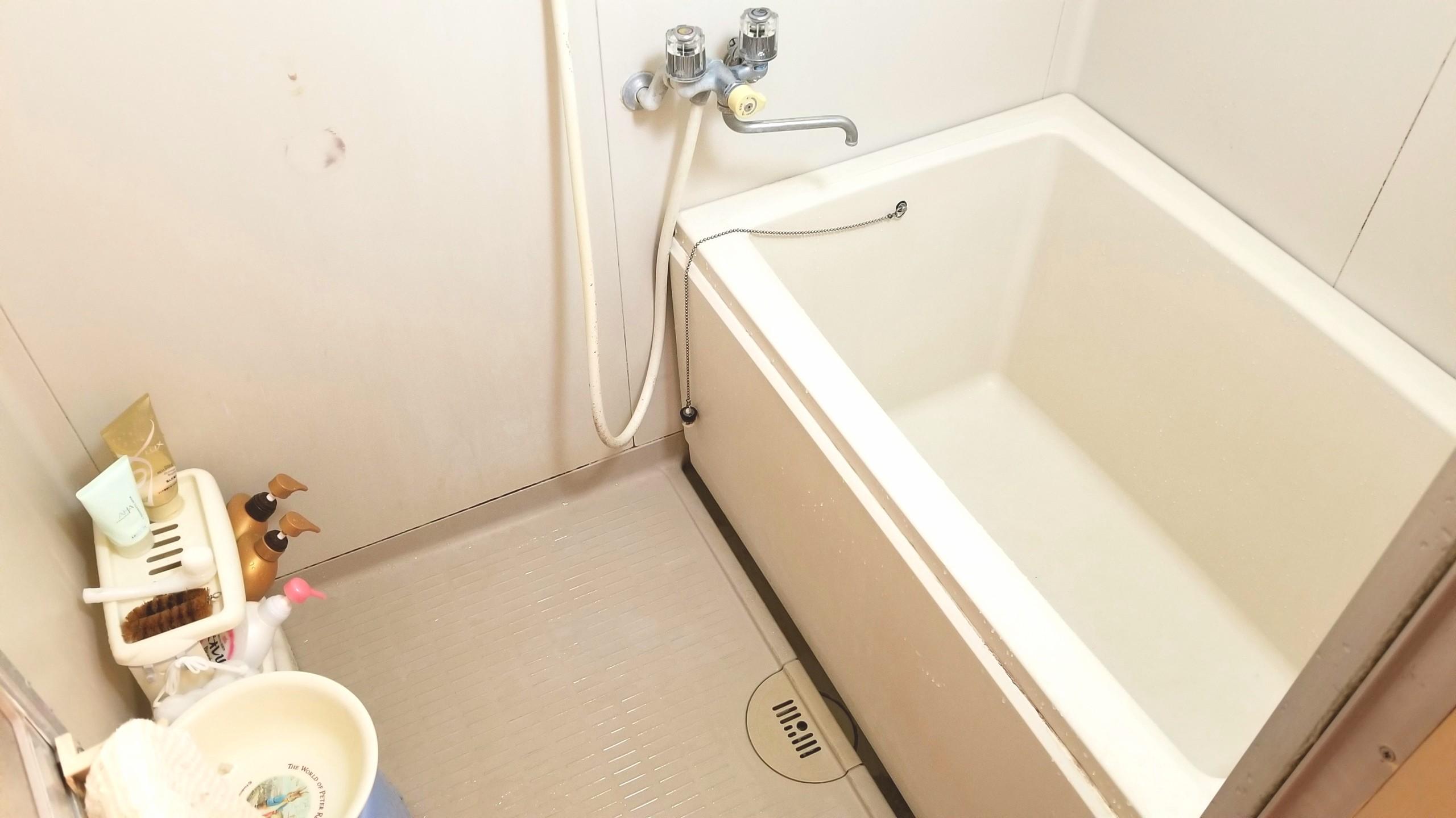 一人暮らしバスルームお風呂マンション築45年,意外と綺麗な掃除