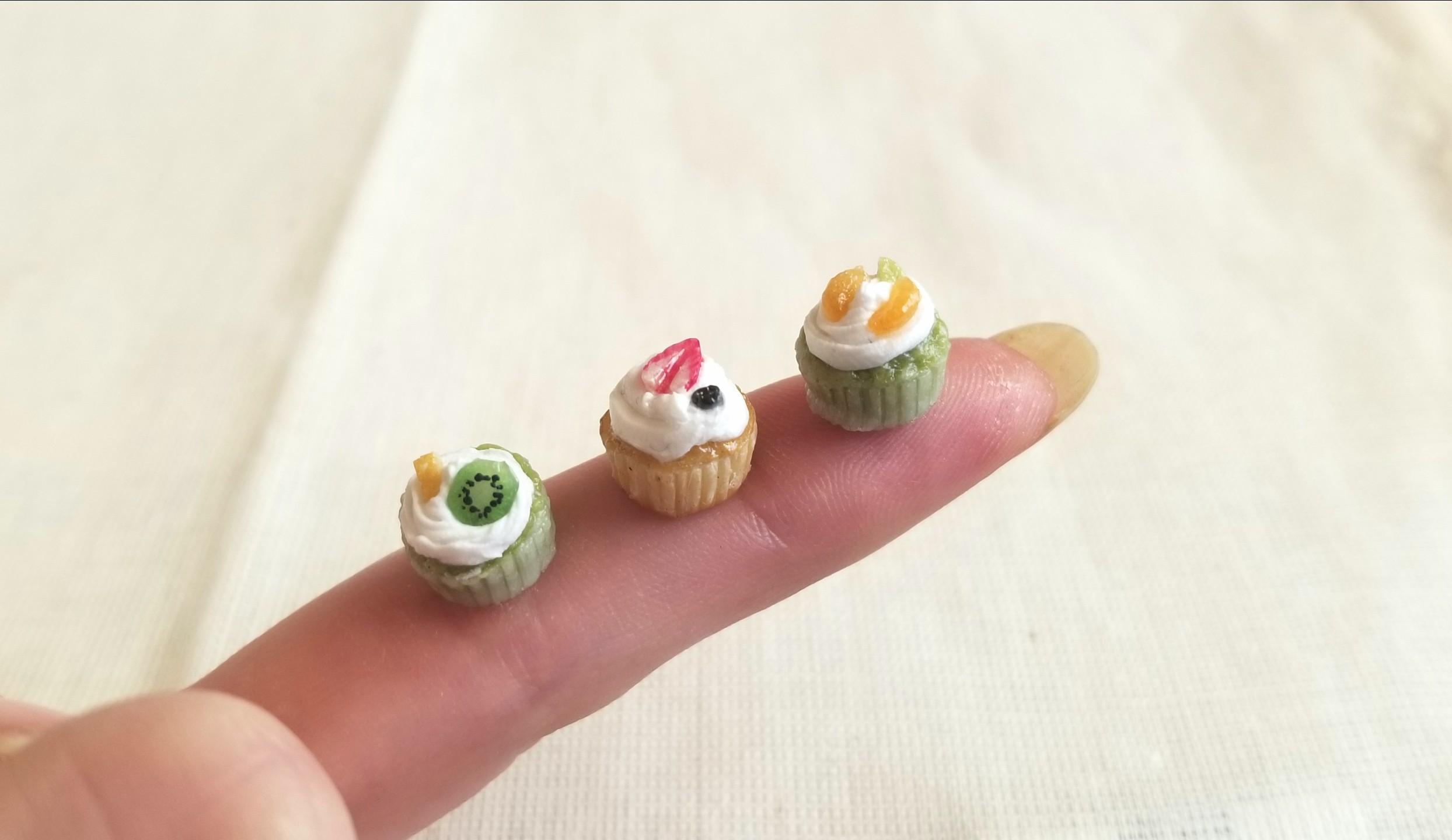 カップケーキ,フルーツ,樹脂粘土,ミニチュア,ミニスウィーツドール