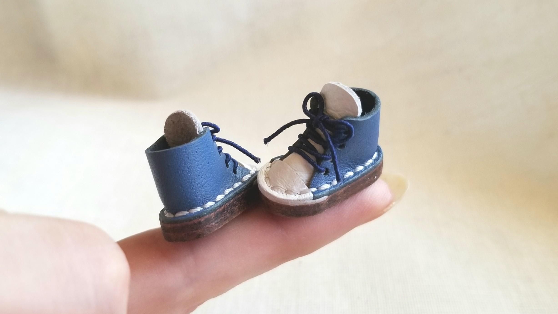 オビツ11サイズの本皮スニーカー,ミンネで購入品,Kilo工房,紺色
