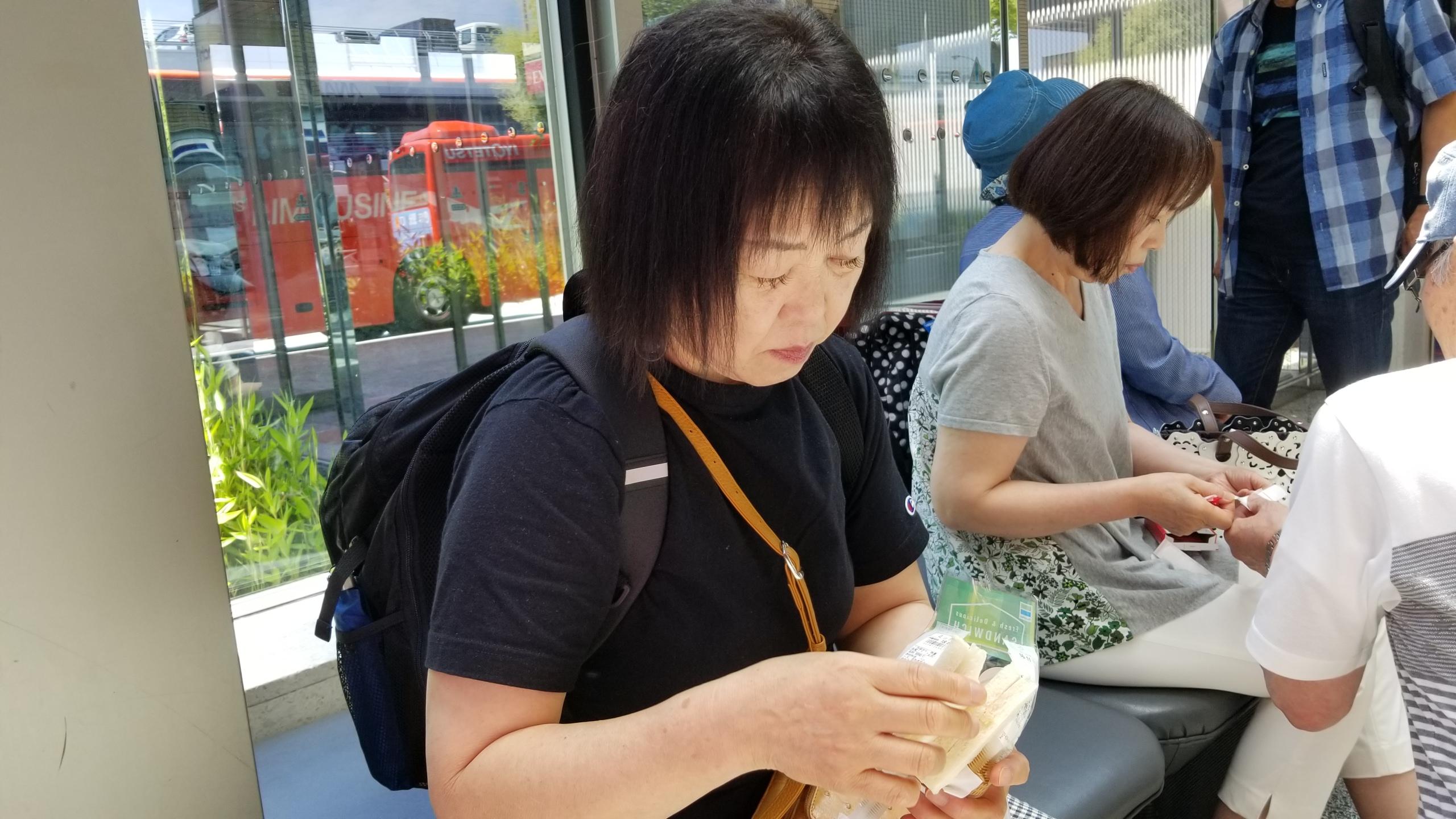 東京観光へ,ミニチュアイベント参加,朝食,朝ご飯,お母さん,空港,愛媛