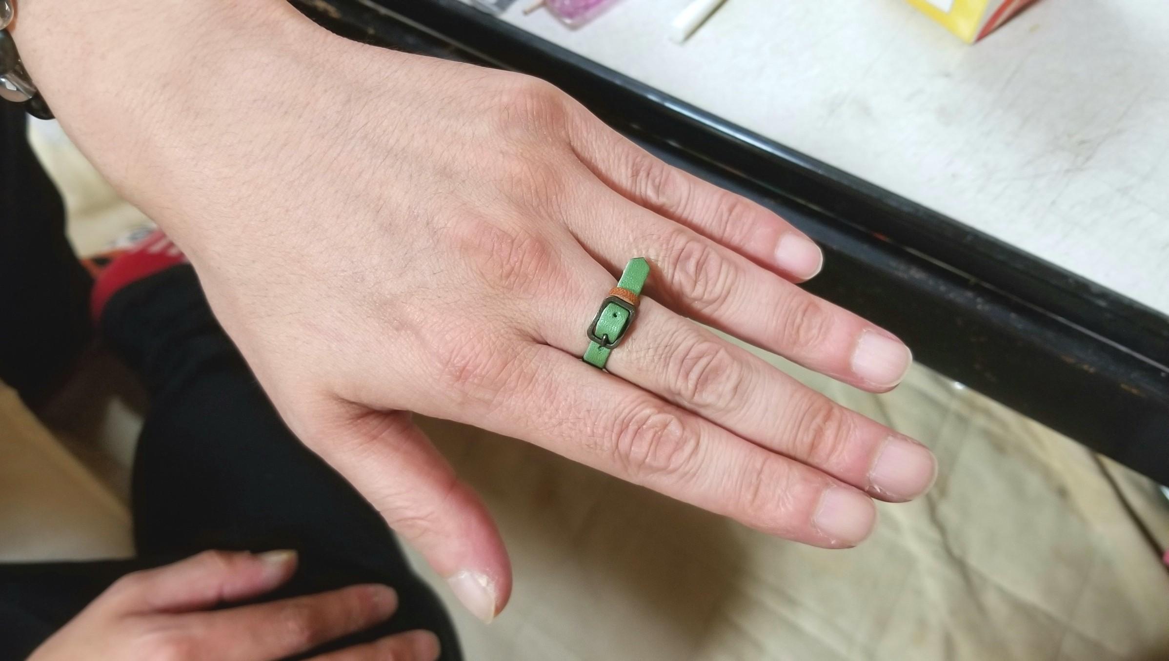 本皮細工,アクセサリー,ファッション指輪,お洒落で可愛い,プレゼント