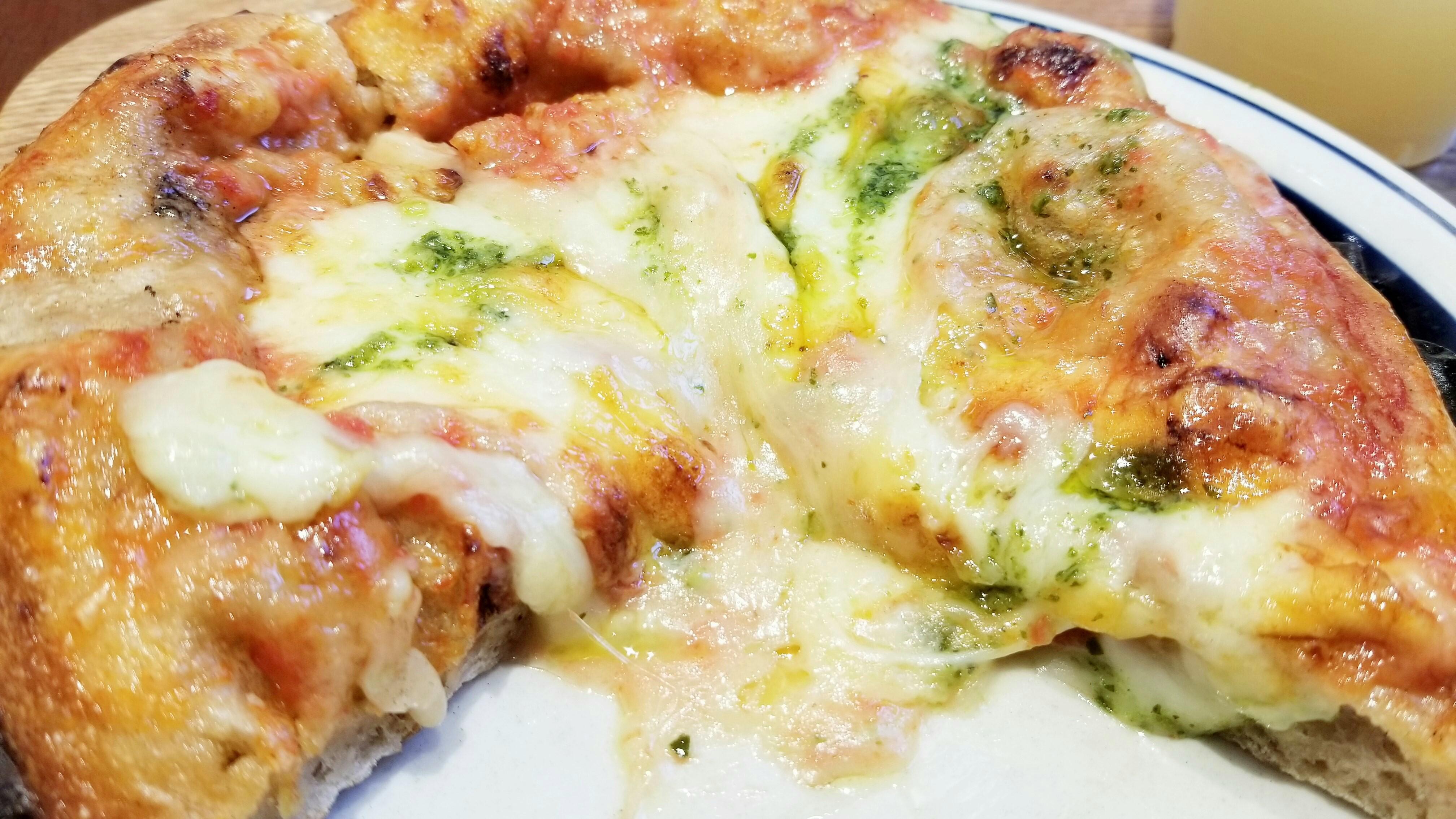 おすすめ自家製酵母パン屋美味しいとろとろチーズピザもちもち生地