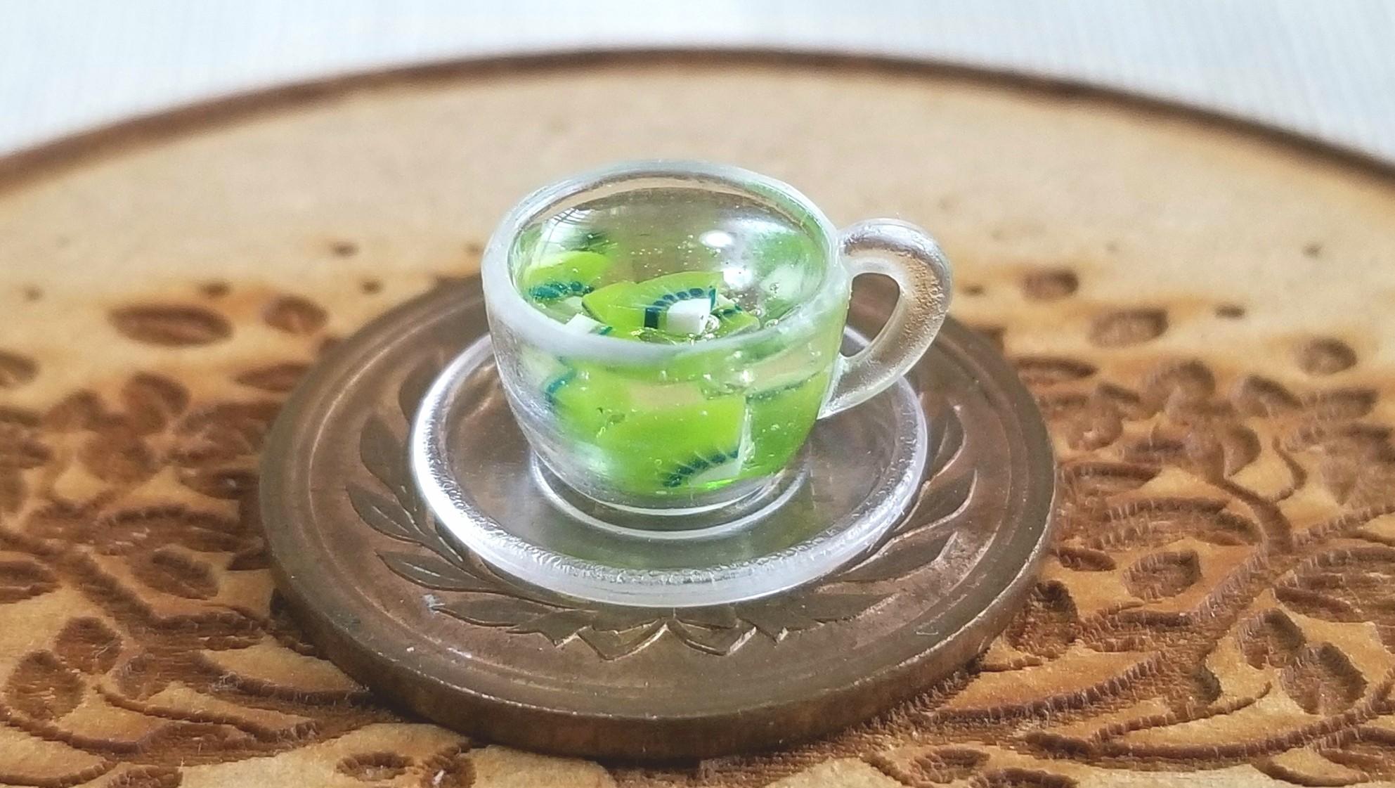 可愛いお洒落なフルーツアイスティー,キウイ,美味しそうな紅茶