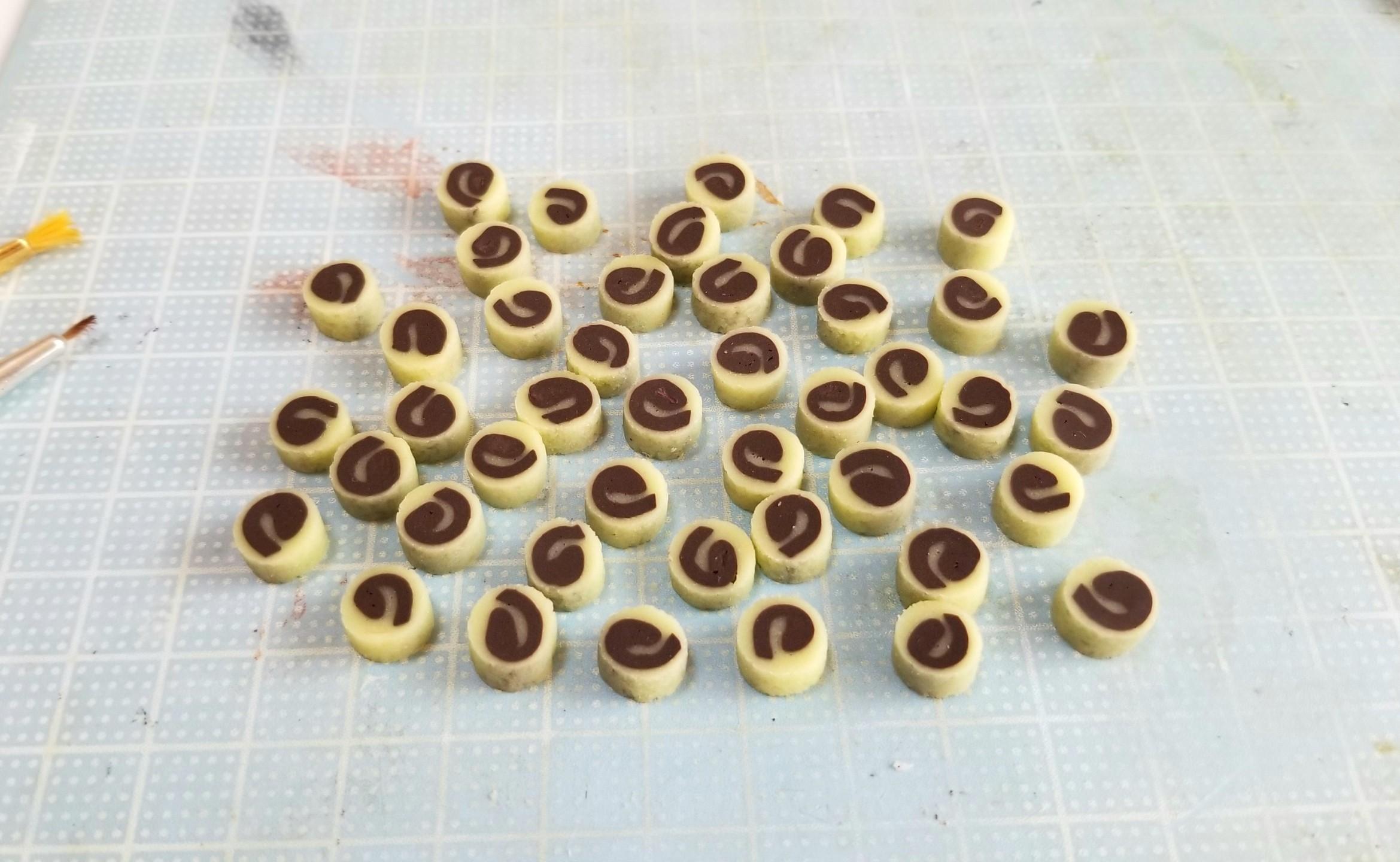 ミニチュア,和菓子,餡ロール,ニス塗り,樹脂粘土,ドールハウス