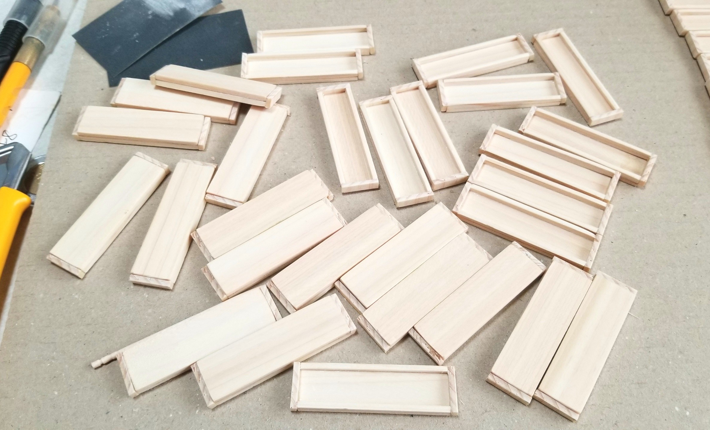 ミニチュア,接着,木製トレー,箱,作り方,ヒノキ,桧,木工作業,ドール