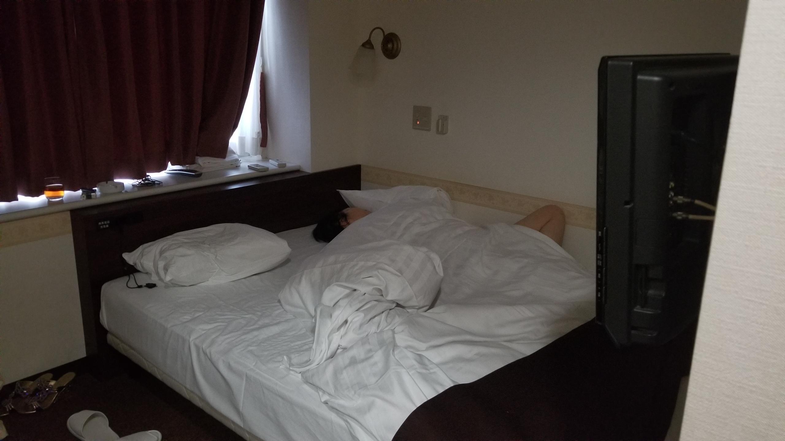 東京新橋,ホテルチェックイン,母親の寝相,旅の疲れ,爆睡,ありがとう