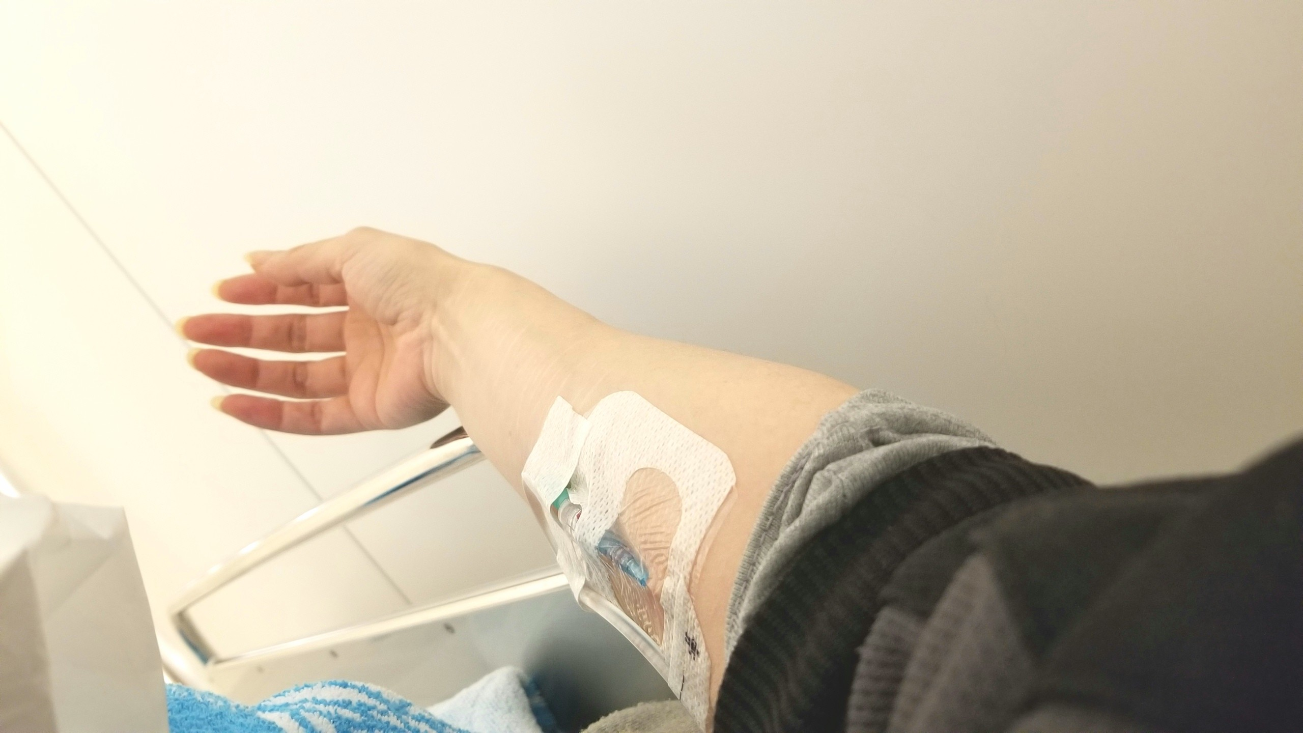 救急病院,線維筋痛症,頚椎後弯症,ひどい吐き気嘔吐,激しい頭痛,点滴