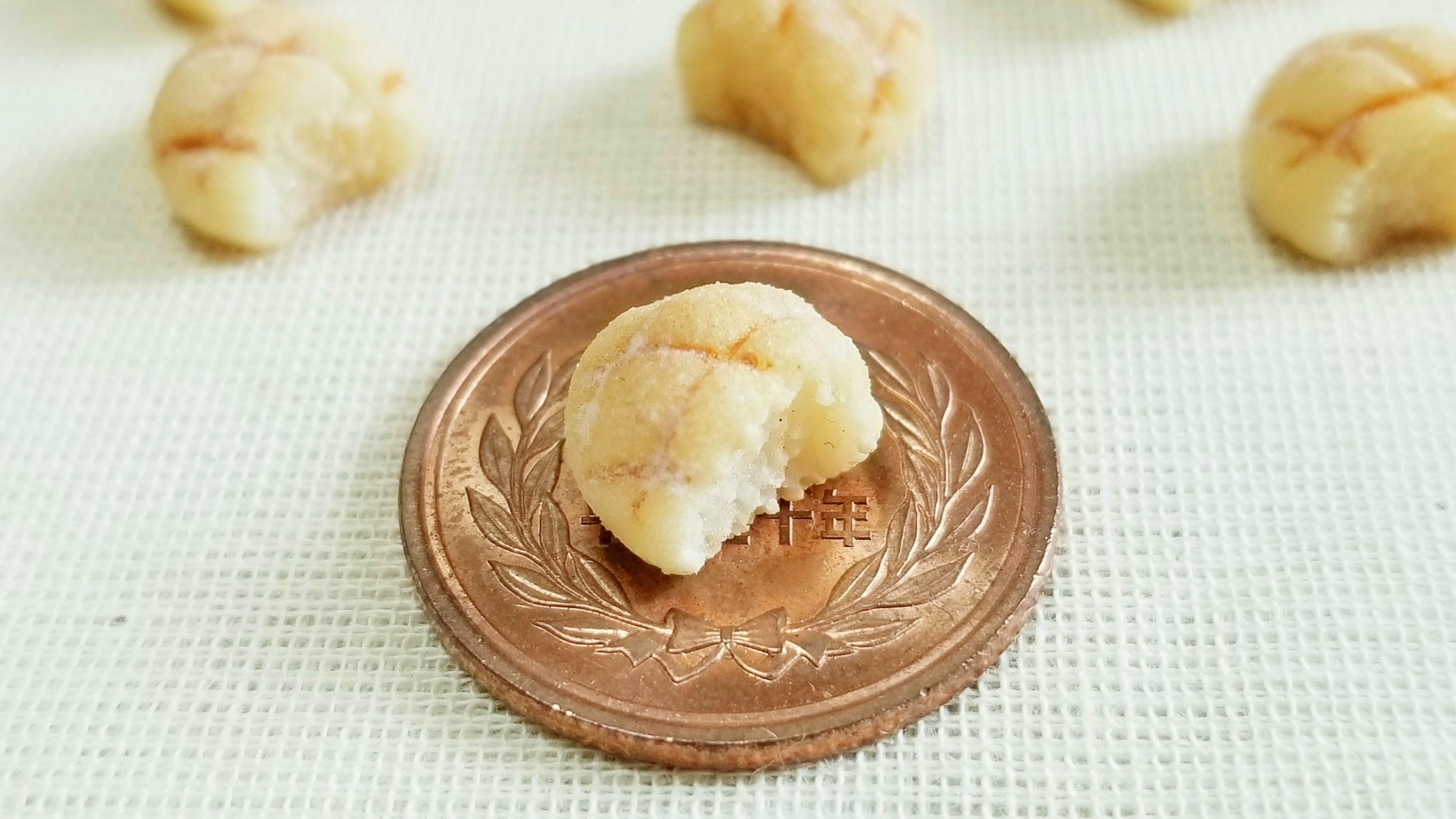 かわいいメロンパン小さい食べたくなる粉砂糖付き美味しそうな画像