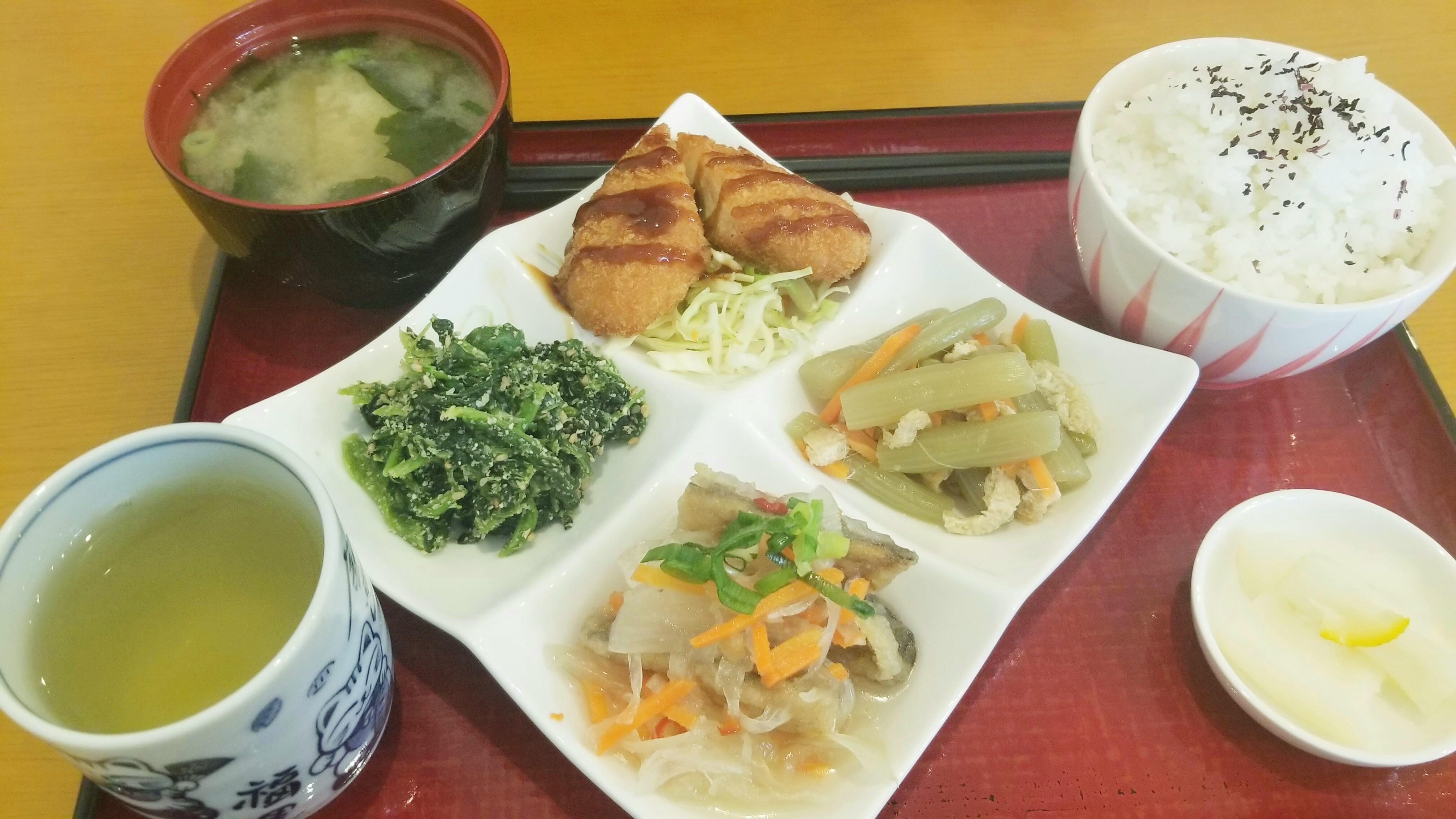 松山市安くて美味しい日替わりランチ定食屋人気カフェ喫茶店こころ