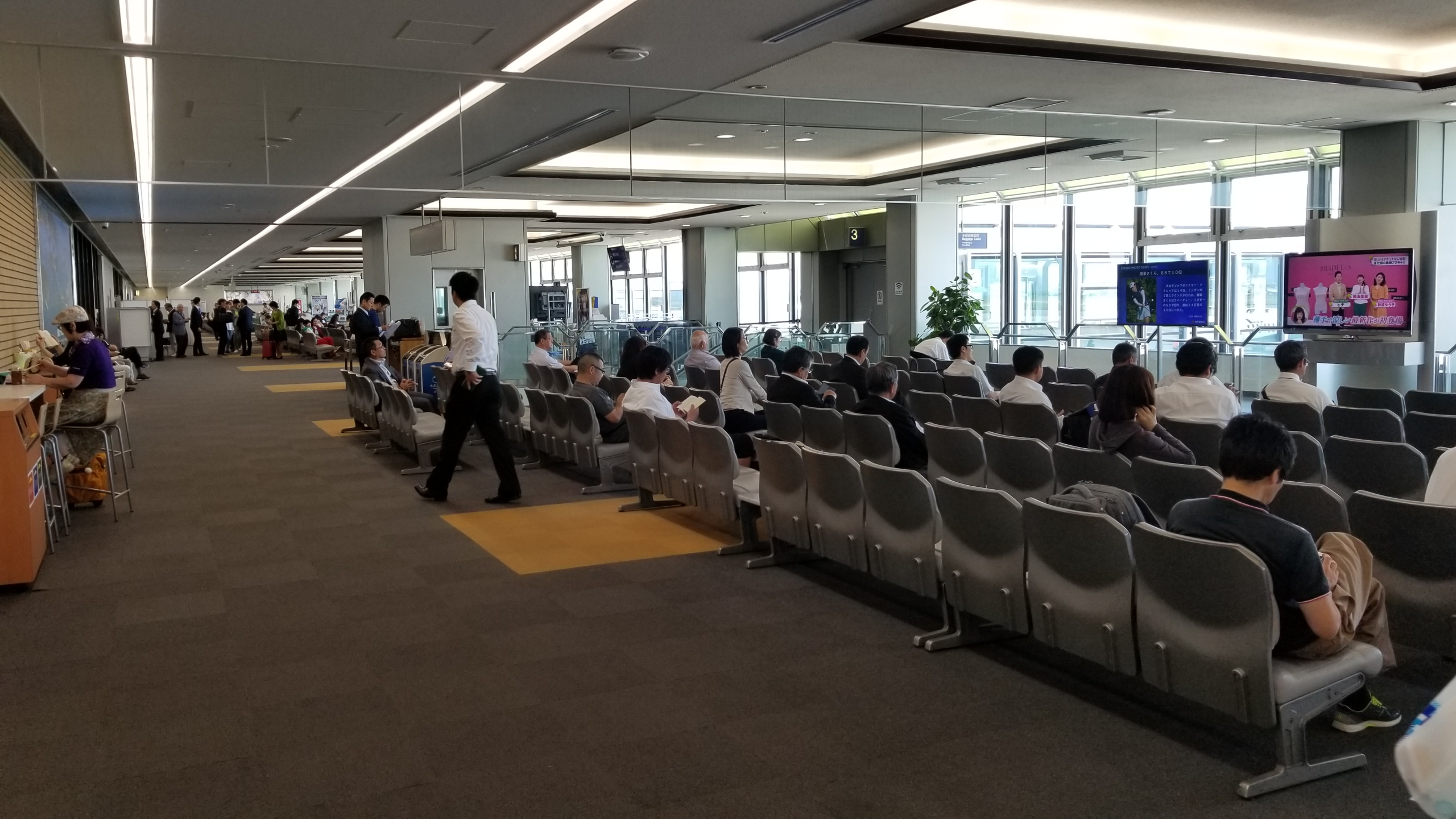 東京観光へ,イベント旅行,出発,松山空港,愛媛県,時間待ち,離陸前