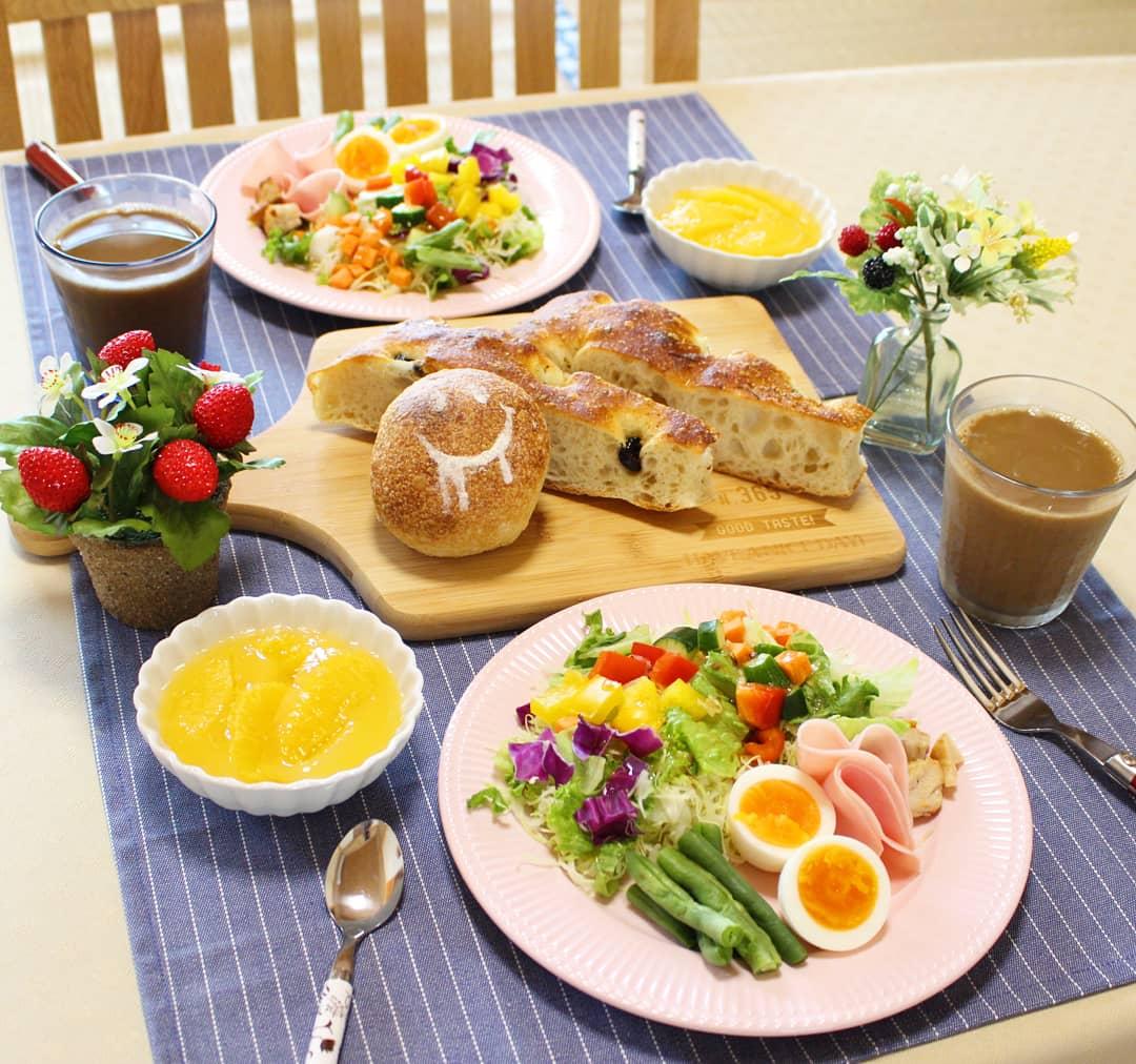 理想的な朝ご飯,モーニングセット,野菜サラダたっぷり,栄養バランス