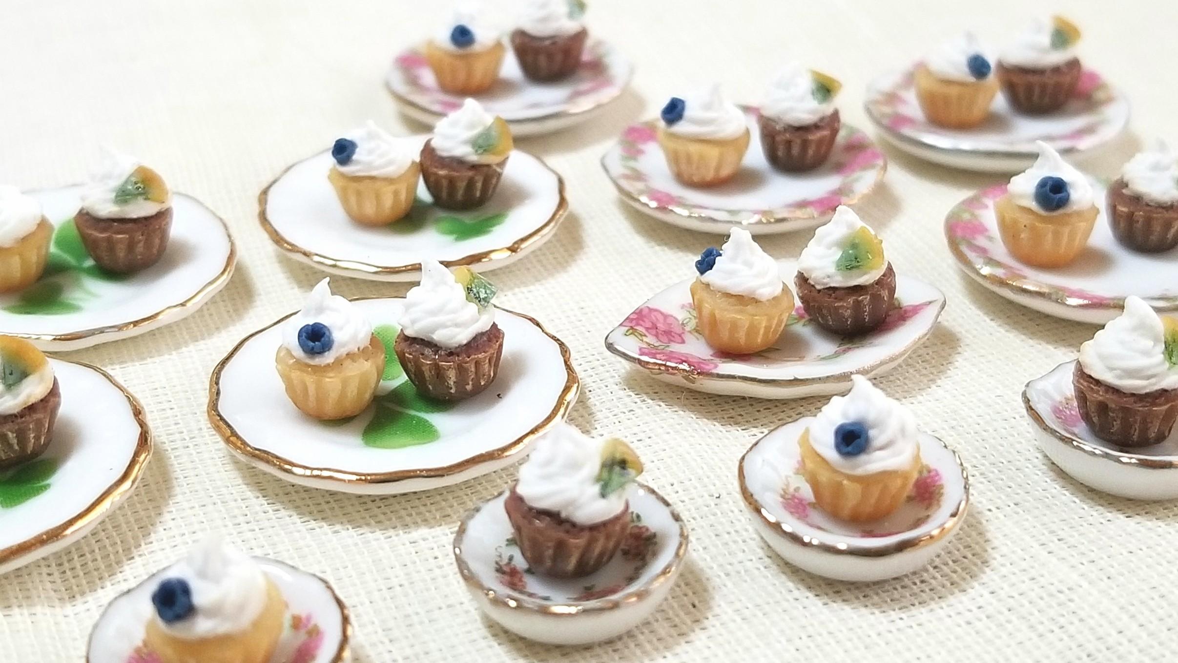 カップケーキ,ミニチュアフード,樹脂粘土,陶器のお皿,ドールハウス
