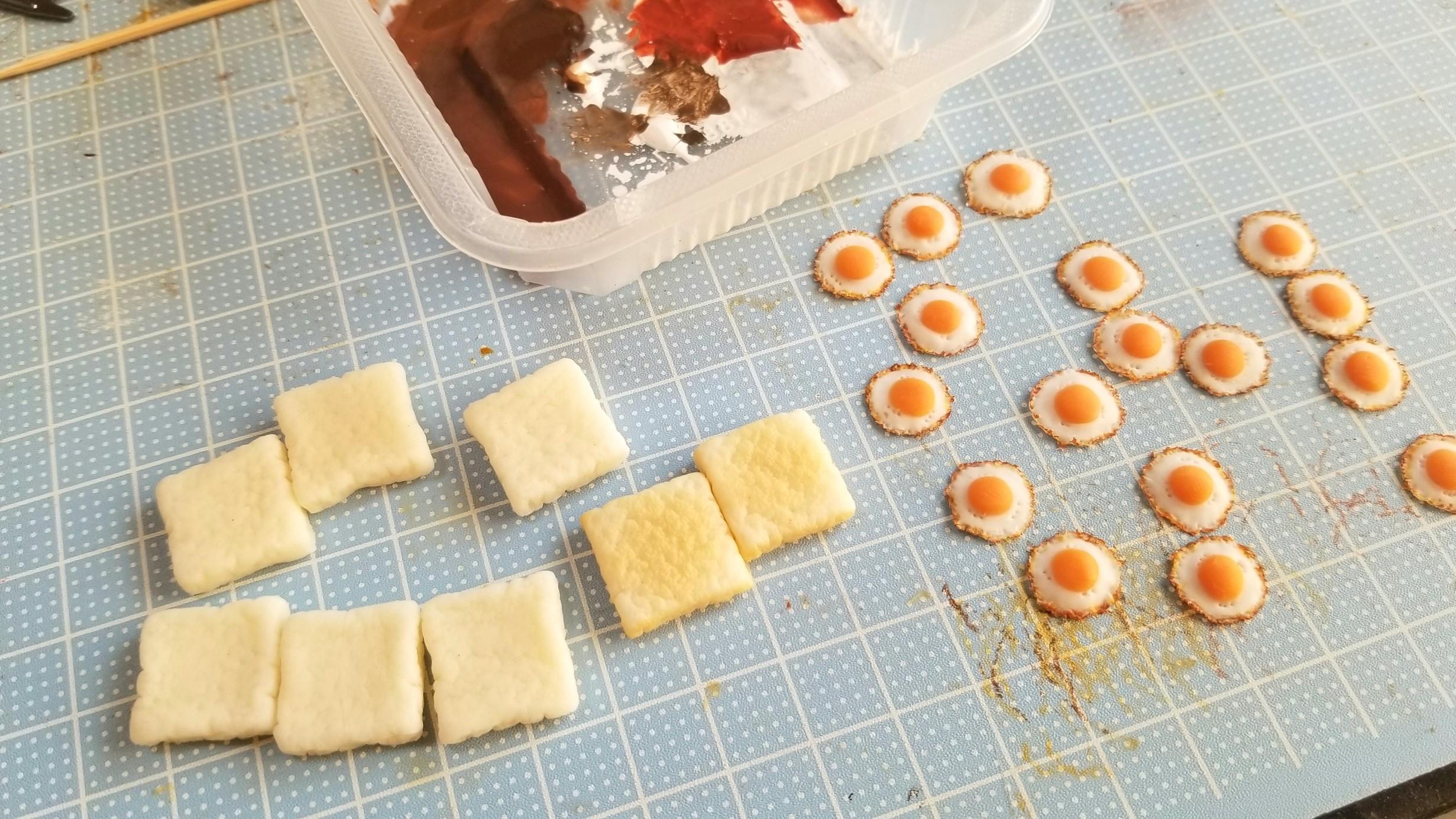 ミニチュアフード,樹脂粘土,目玉焼きトーストパン作り方,着色絵の具