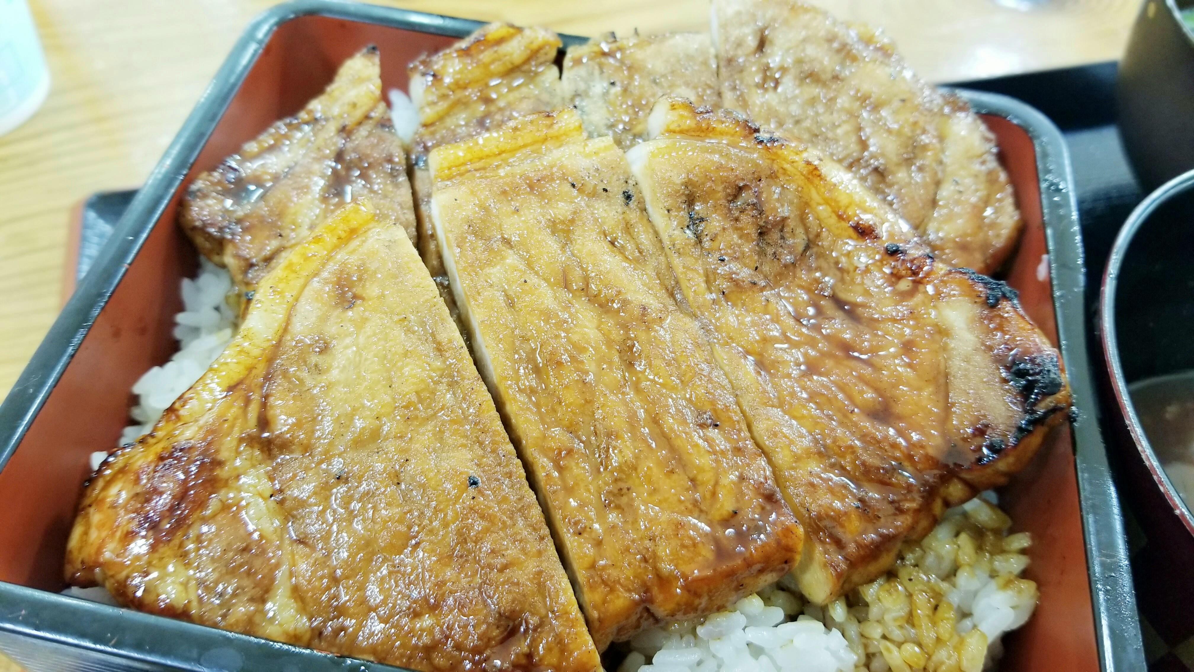 おいしいおすすめの店ぶたかば焼き照り焼きボリューム満点昼ご飯