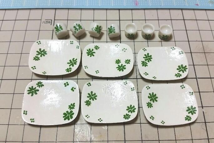 ミニチュアフードまとめ,おしゃれな食器角皿,クローバー,石塑粘土