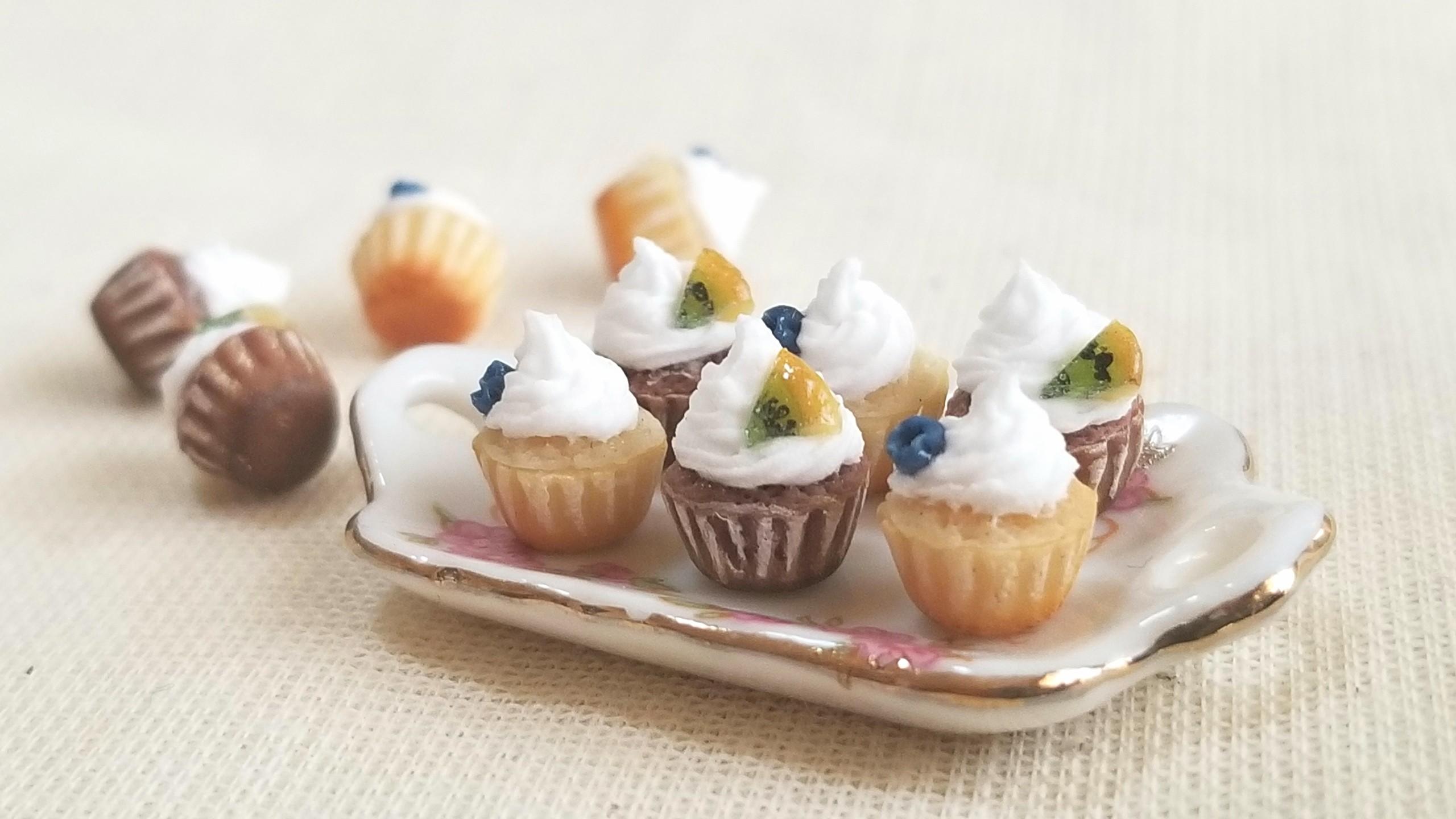 ミニチュアフード,生クリーム,カップケーキ,樹脂粘土,ドールハウス