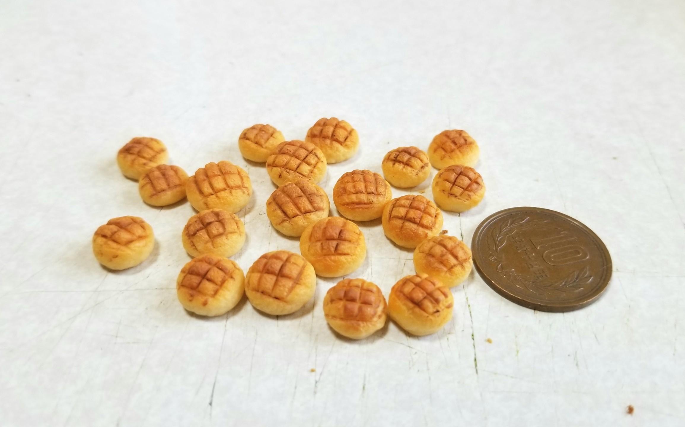 ミニチュアフード,メロンパン着色,作り方,樹脂粘土,製作過程,焼き色