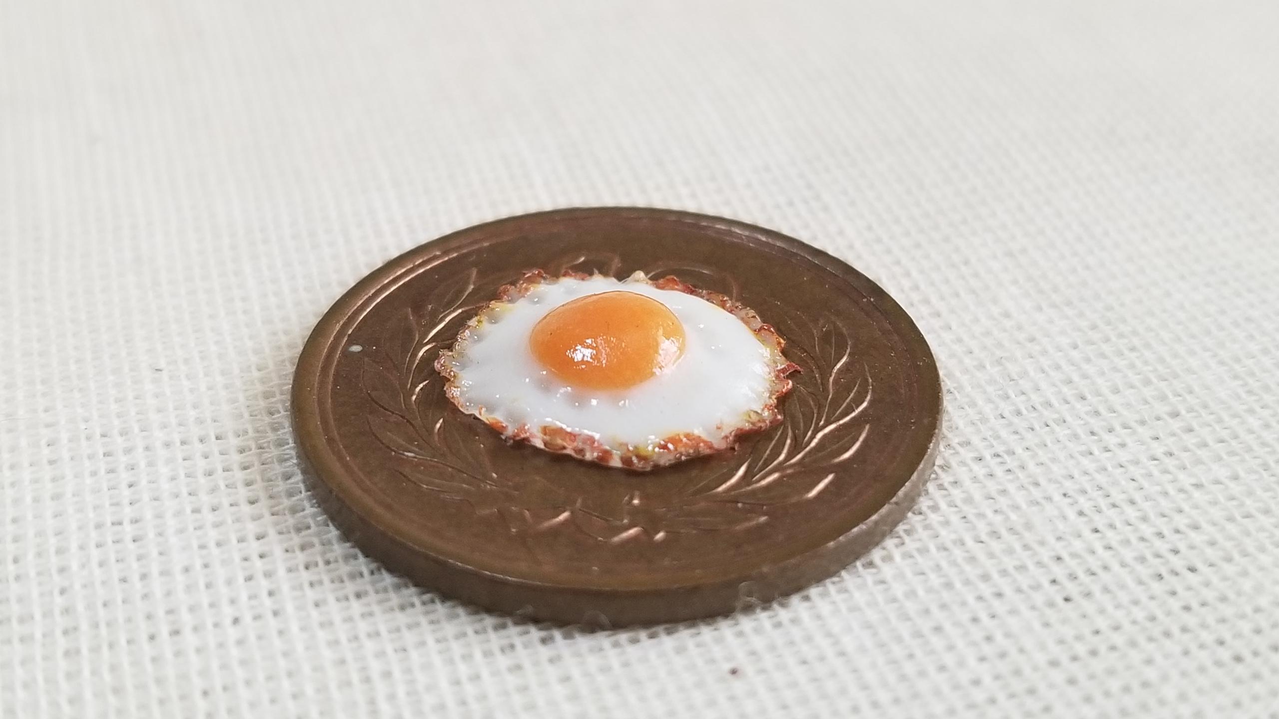 ミニチュアフードの目玉焼き,ミニチュアの作り方,焦げ目,質感,粘土で
